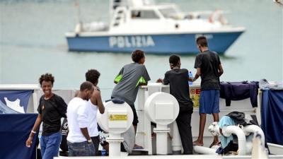 EU condemns Italian 'threats' to suspend funding over refugees